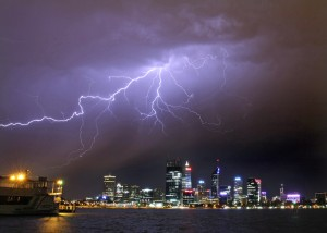 lightning-over-perth-cbd-december-5-2012-02