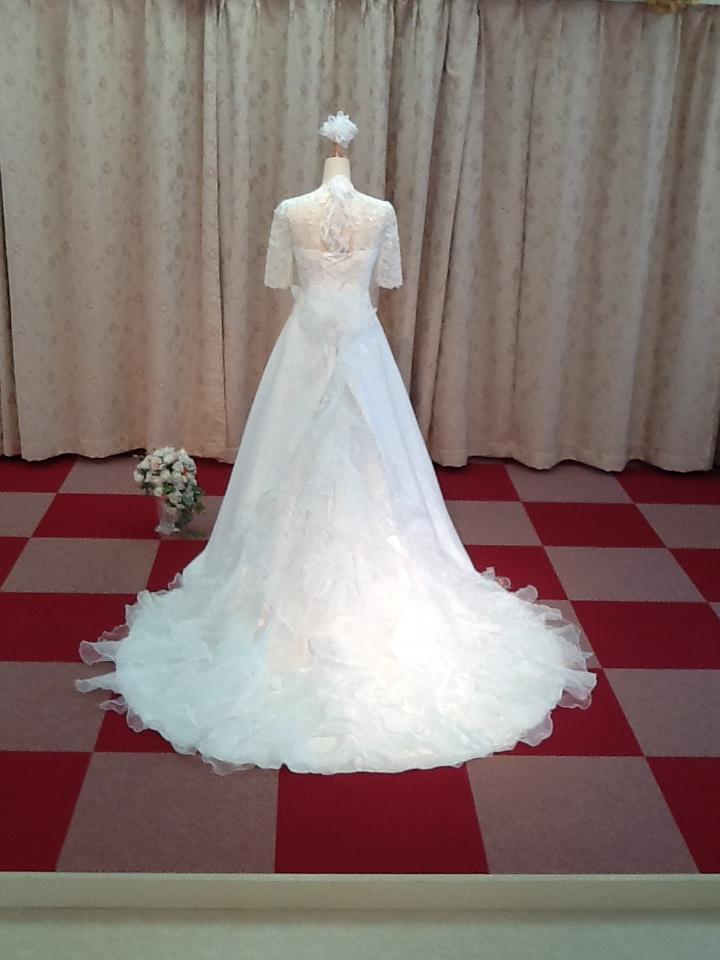 35ec3faa04dcd コードレースが高貴な雰囲気を醸し出すデザインのドレスです。 もちろん他にもお袖が付いたデザインのドレスはたくさんご用意してい ...